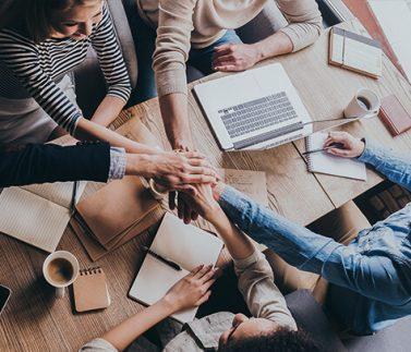 Team aziendale collabora con British Schools